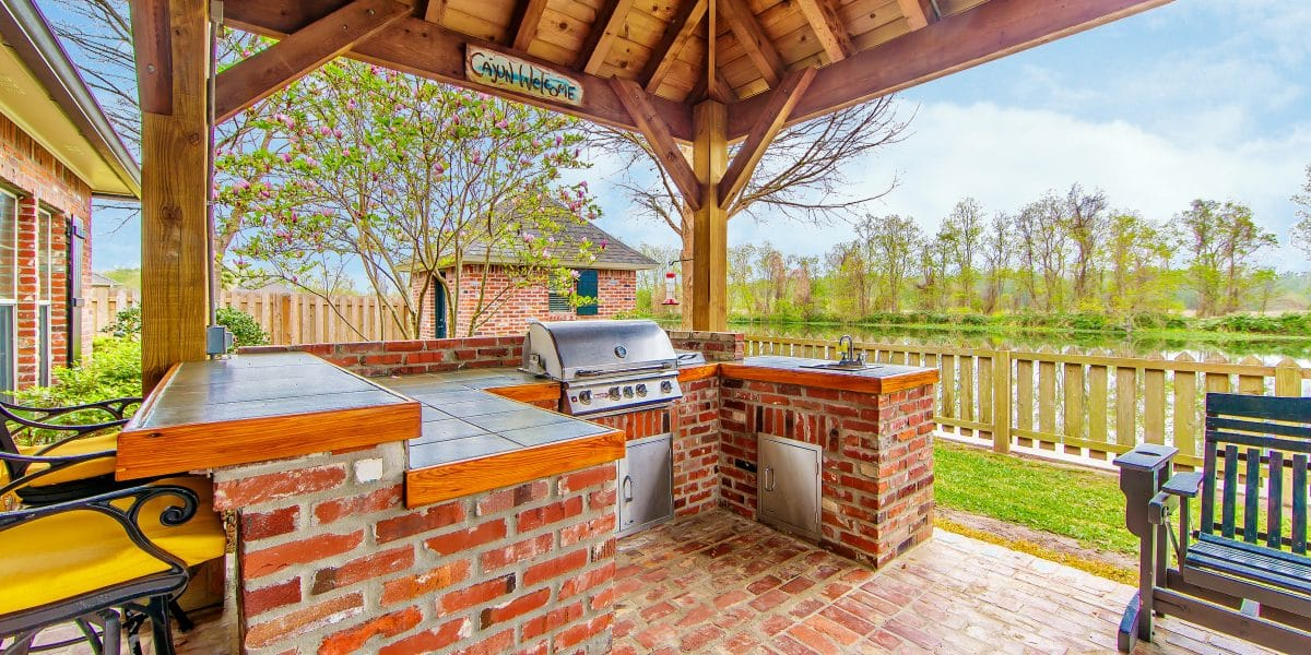outdoor-kitchen-and-deck