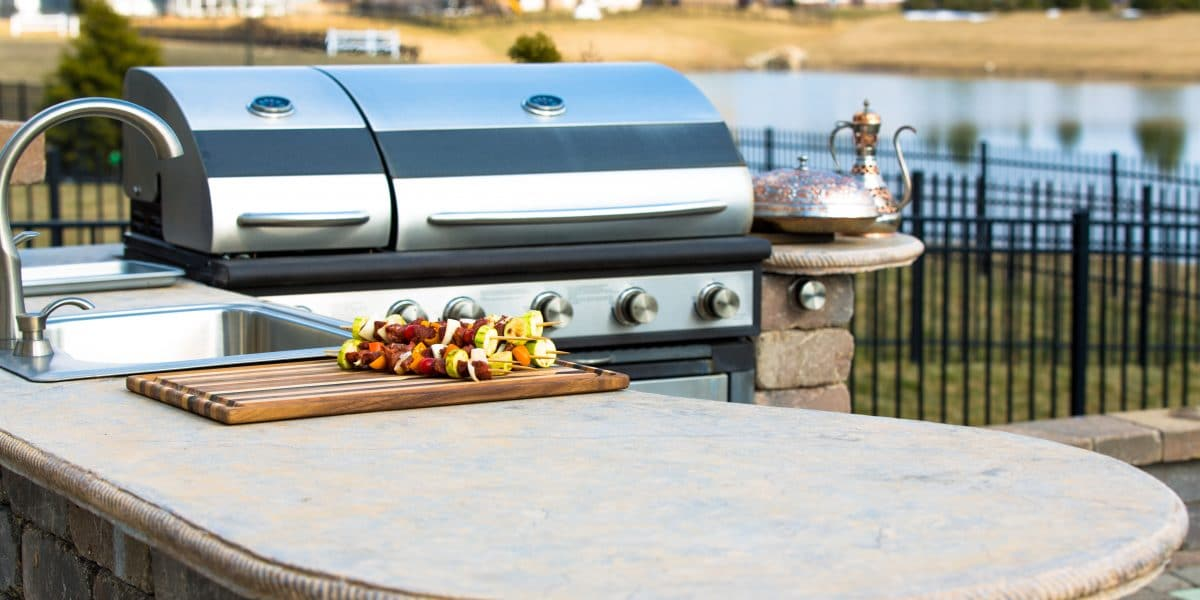 Outdoor Kitchen MUST-HAVES: Key Kitchen Appliances For Your Outdoor Oasis!