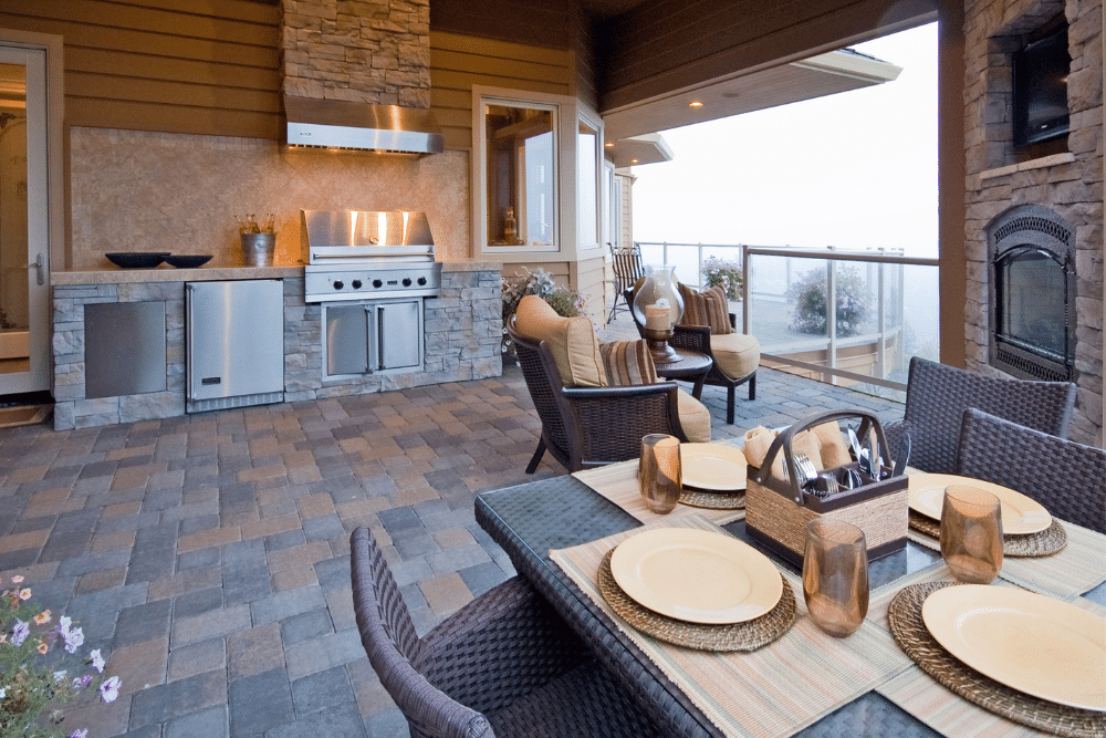 Reasons to Invest in an Outdoor Kitchen for Your Florida Home